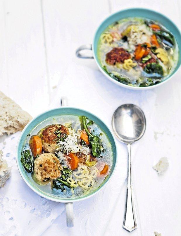 Jarní minestrone s kuřecími kuličkami Foto: