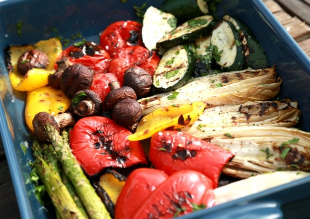 Grilovaná zelenina s dresingem z pečeného česneku Foto:
