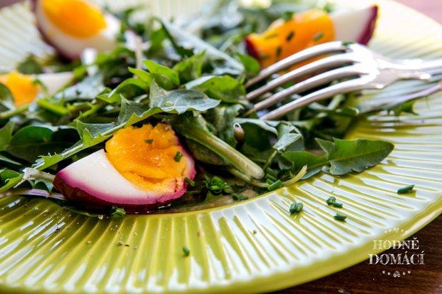 Pampeliškový salát s vejcem natvrdo  Foto: