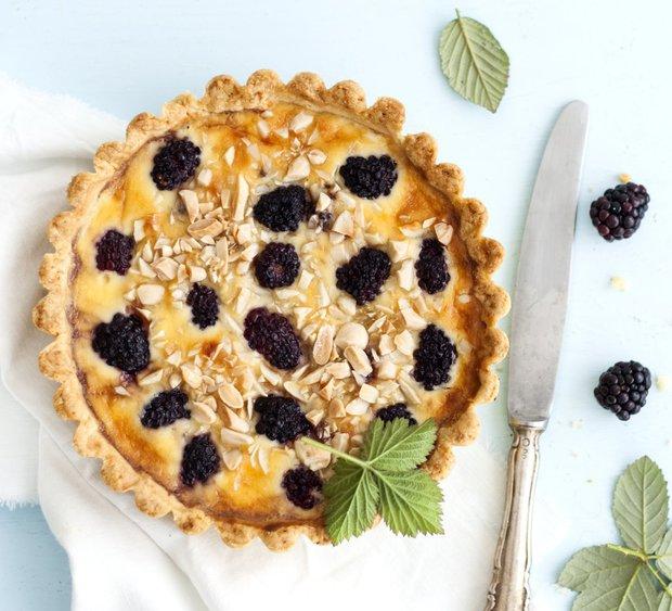 Mandlový ostružinový koláč  Foto: