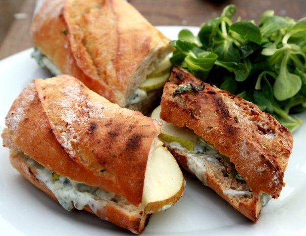 Sendvič s hruškou a modrým sýrem Foto: