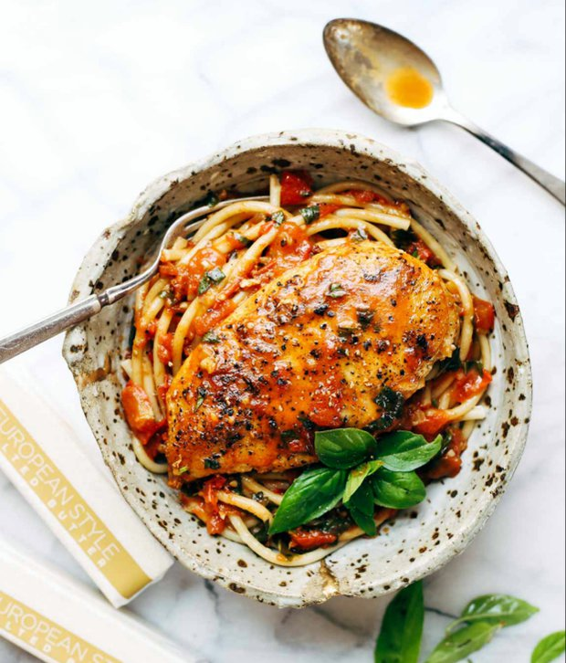 Kuřecí prsa s rajčatovo-máslovou omáčkou  Foto: