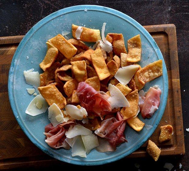 Pasta fritta - smažené křupky z nudlového těsta  Foto: