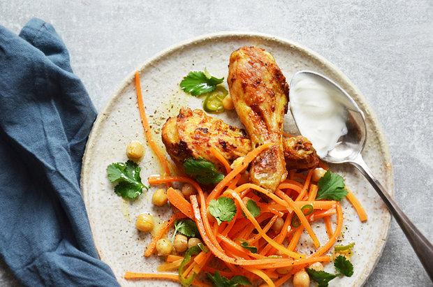 Kořeněné kuře s mrkvovo-cizrnovým salátem 2 Foto: