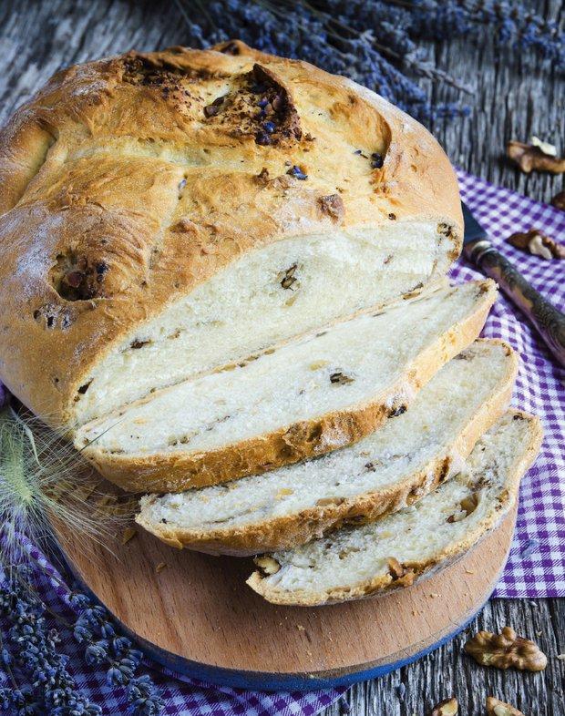 Chléb s ořechy a levandulí  Foto: