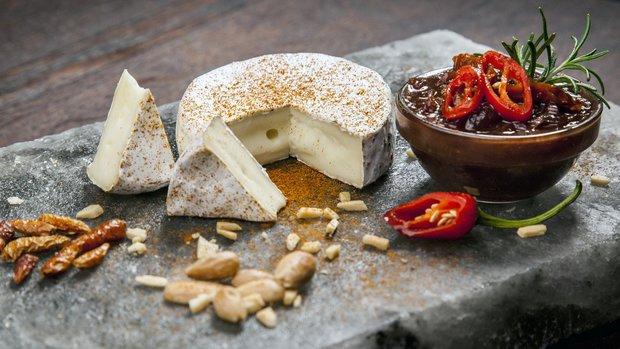 Paprikový Hermelín s toskánským čatní Foto: