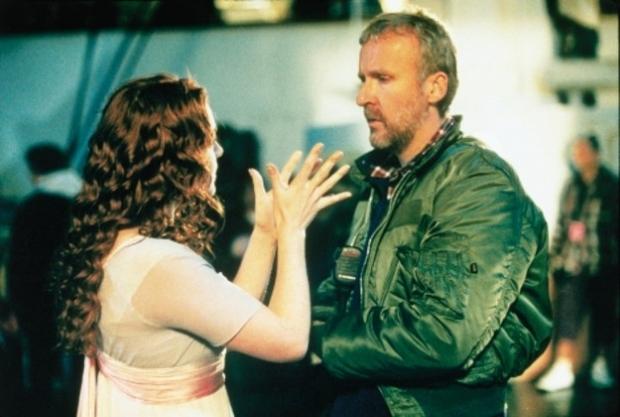 promrzlá Kate debatuje s Jamesem Cameronem