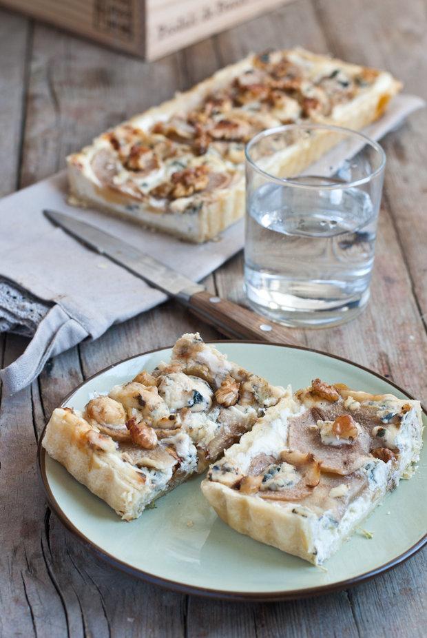 Hruškový koláč s mascarpone, gorgonzolou a ořechy  Foto: Sweet pixel blog