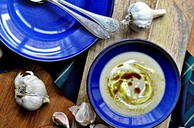 Polévka z pečeného česneku  Foto: