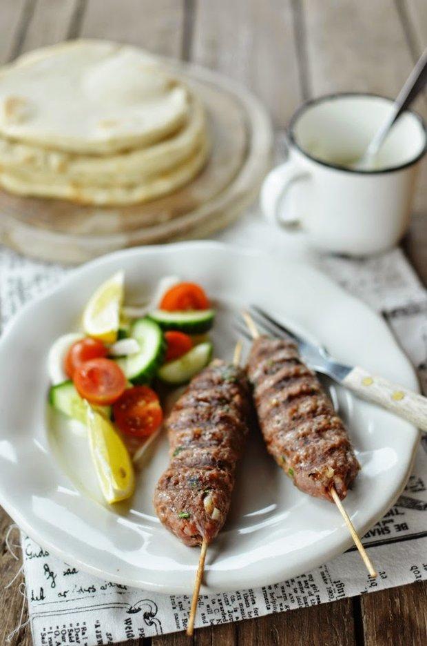 Jehněčí kebab s jogurtovým dipem  Foto: