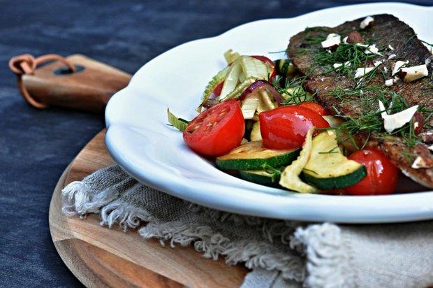 Filet ze pstruha s česnekovou bramborovou kaší a letní zeleninou 2 Foto:
