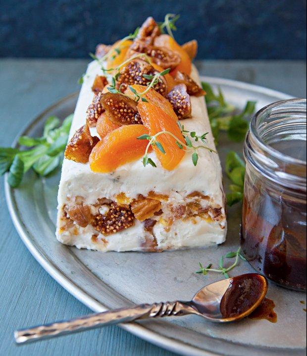 Sýrová terina s ořechy a sušeným ovocem  Foto: