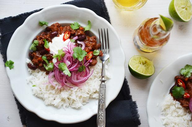 Chilli con carne s marinovanou cibulí Foto: