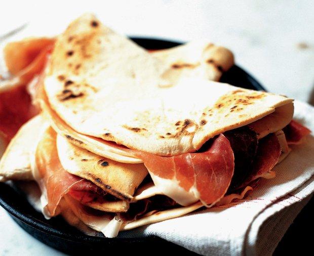 Piadine - chlebové placky z Emilia-Romagna  Foto: