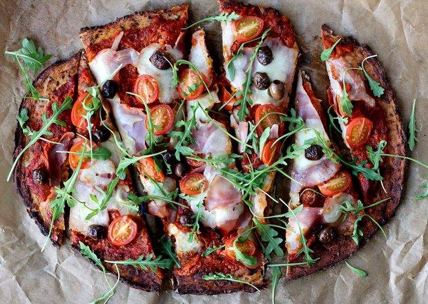 Květáková pizza s rajčatovou omáčkou  Foto: