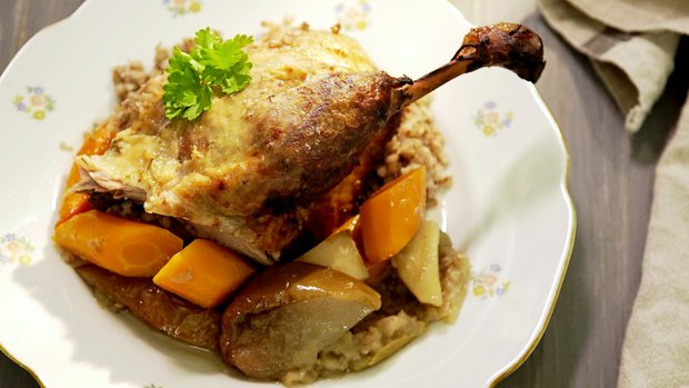 Pohankou plněná kachna s pečenými jablky 2 Foto:
