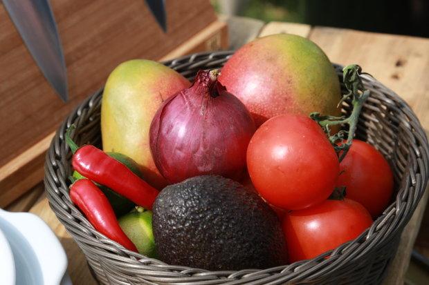 Karibské kolínko s mangovým salátem 6