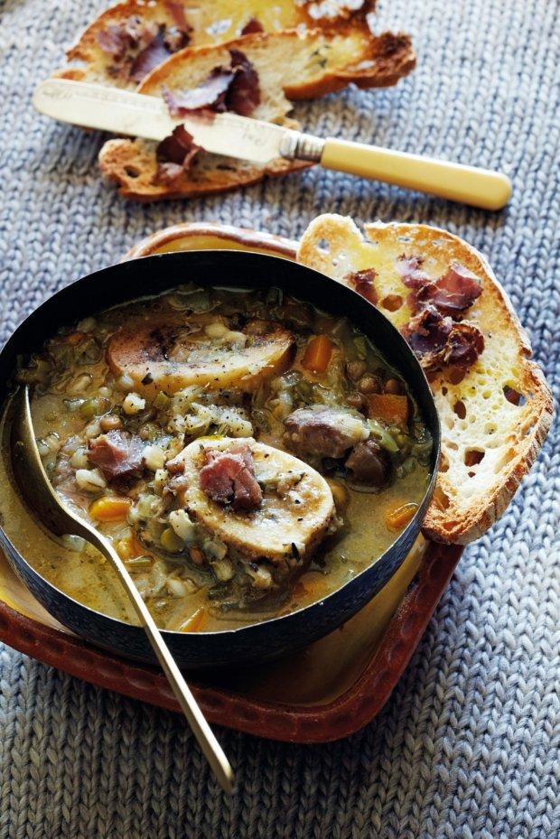 Polévka z morkových kostí s kroupami Foto: