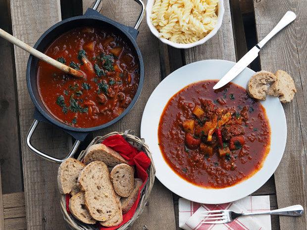 Hovězí guláš s paprikou a rajčaty 4 Foto:
