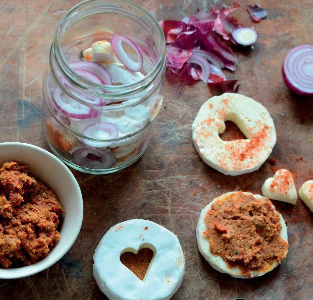 Nakládaný hermelín se sušenými rajčaty  Foto: Velká sýrová nakládačka