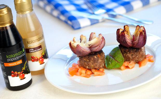 Řecké biftečky z mletého masa s cibulovými květy  Foto: archiv Kalamáta Papadimitriou