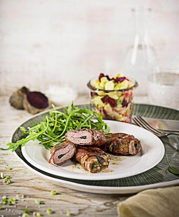 Telecí plátky saltimbocca s jarním bramborovým salátem  Foto:
