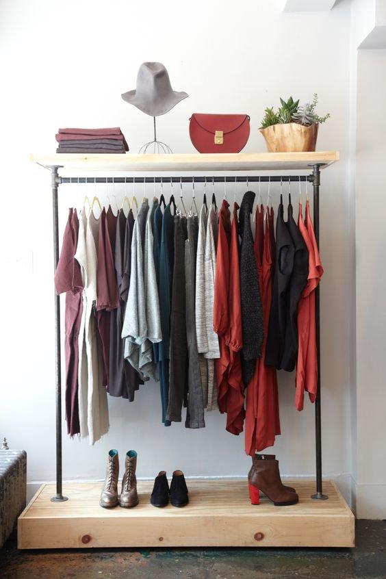 Skříň není potřeba, stojan na oblečení všechno vyřeší Foto: