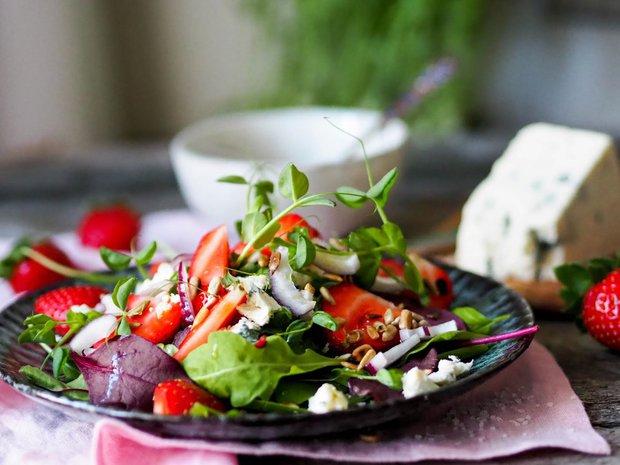 Listový salát s jahodami a gorgonzolou Foto:
