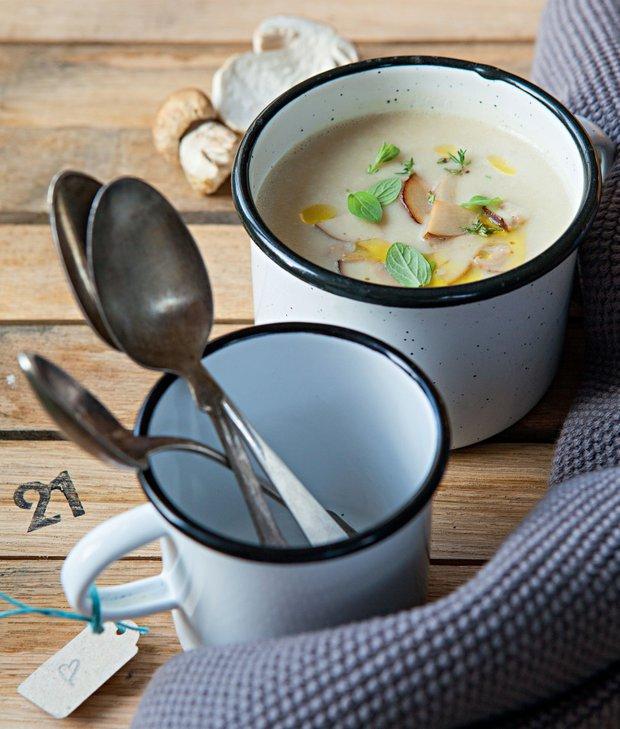 Jemný česnekový krém s hříbky  Foto: