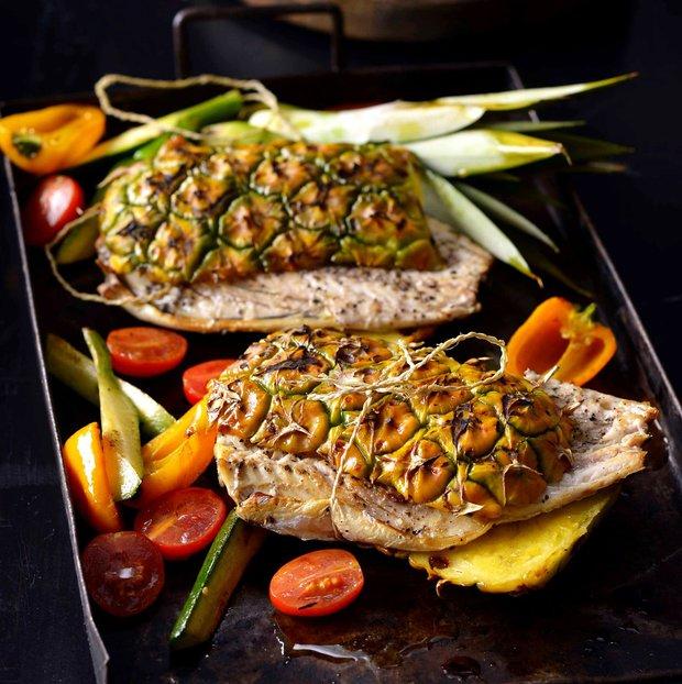 Ryba grilovaná v ananasu  Foto:
