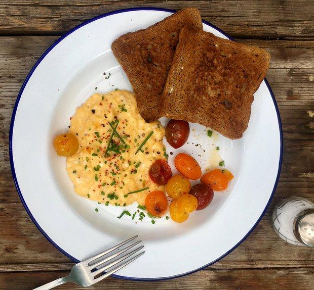 Míchaná vejce s cherry rajčátky  Foto: