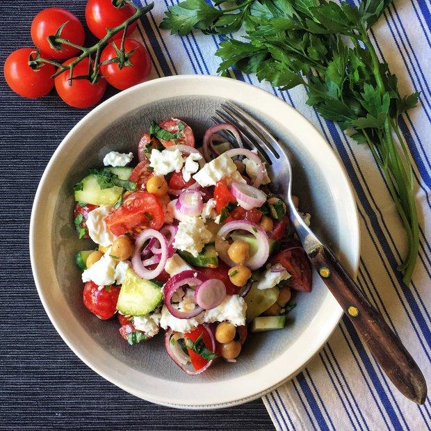 S Klárou v kuchyni: Zeleninový salát s cizrnou a fetou  Foto:
