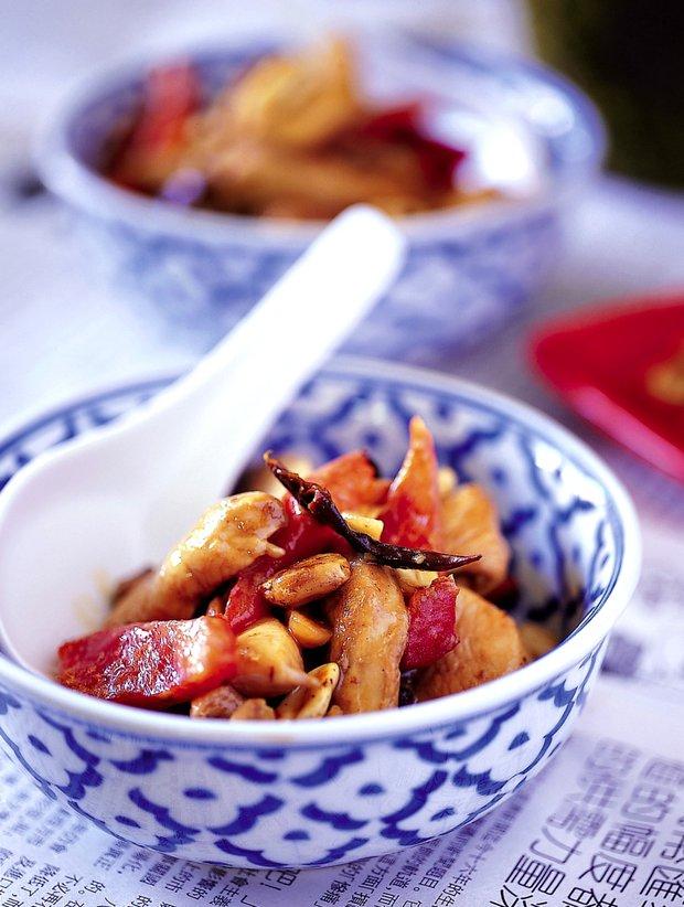 Ostré smažené kuře s arašídy  Foto: