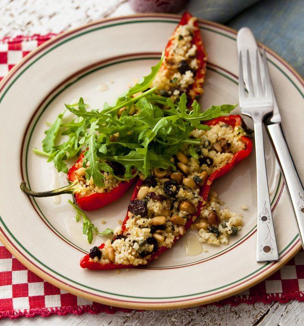 Pečené papriky s oříškovou náplní  Foto:
