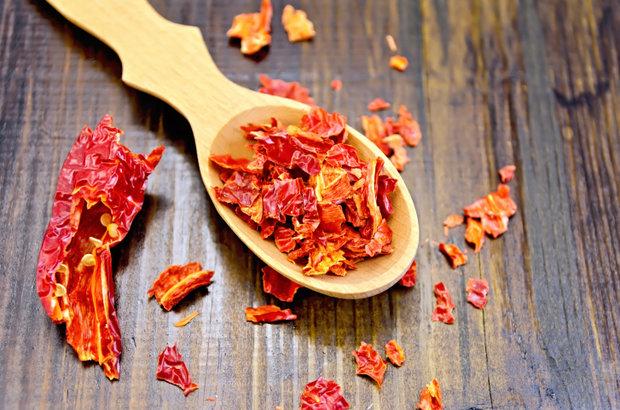 Zpracování chilli - sušené a drcené chilli papričky Foto: Thinkstock