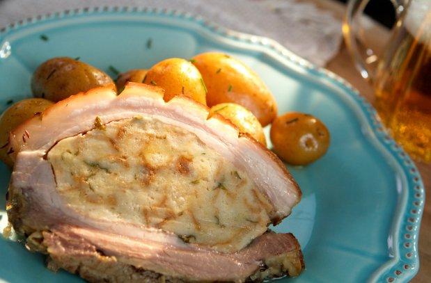 Nadívaný bůček a pažitkové brambory Foto: