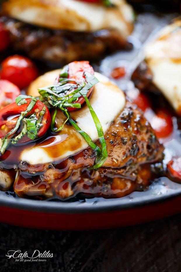 Kuřecí stehna s mozzarellou a rajčaty 2 Foto: