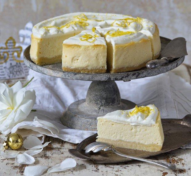 Jemný cheesecake se šlehačkou  Foto: