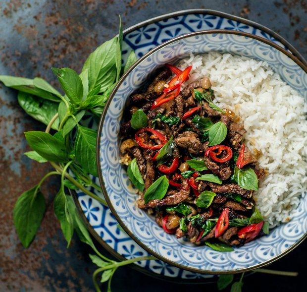Hovězí maso s thajskou bazalkou a chilli podle Kamu  Foto: