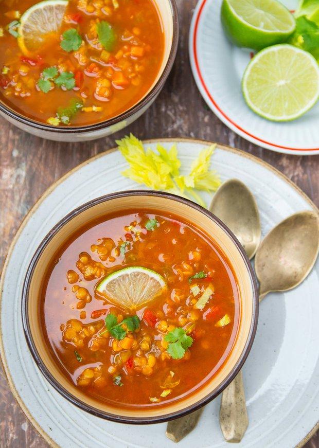 Indická rajčatová polévka s červenou čočkou  Foto:
