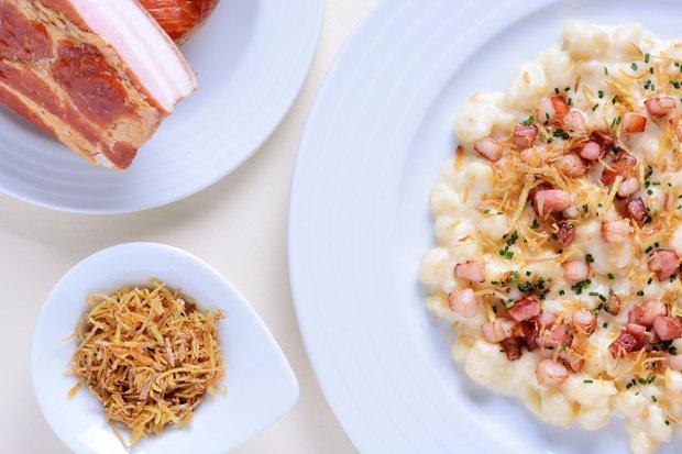 Halušky s restovanou slaninou, kopřivami a smetanou  Foto: