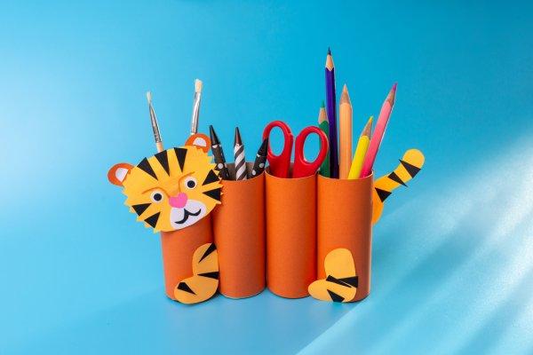 Dejte se s dětmi do letního tvoření: Vyrobte si spolu tygříka zpapíru, mravence zotisků iježka zrýže